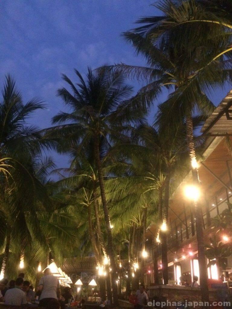 タイのシーフードレストランムンアロイ店内