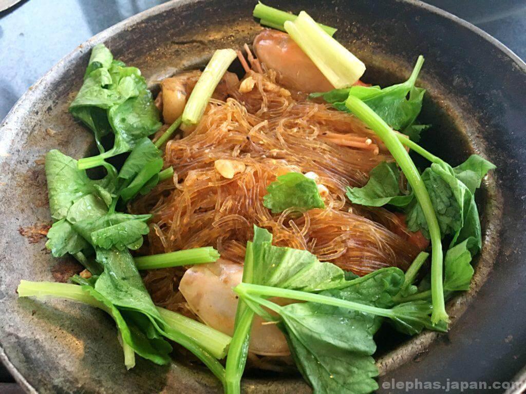 タイのシーフードレストランムンアロイの春雨蒸し