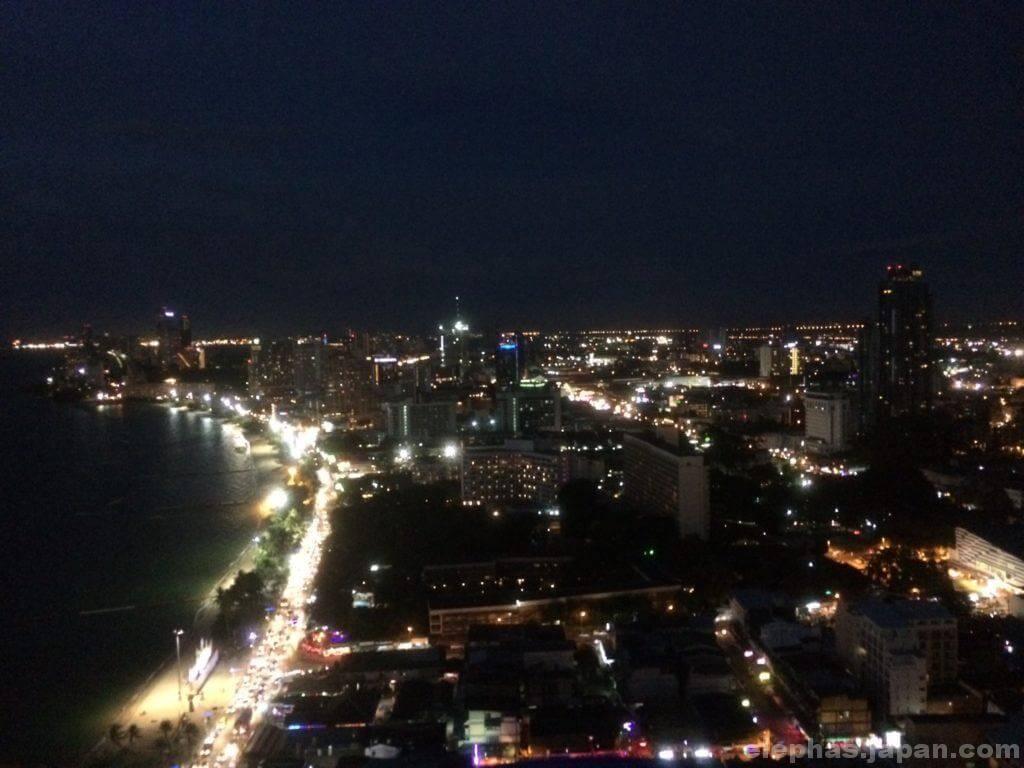 パタヤホライズンの夜景