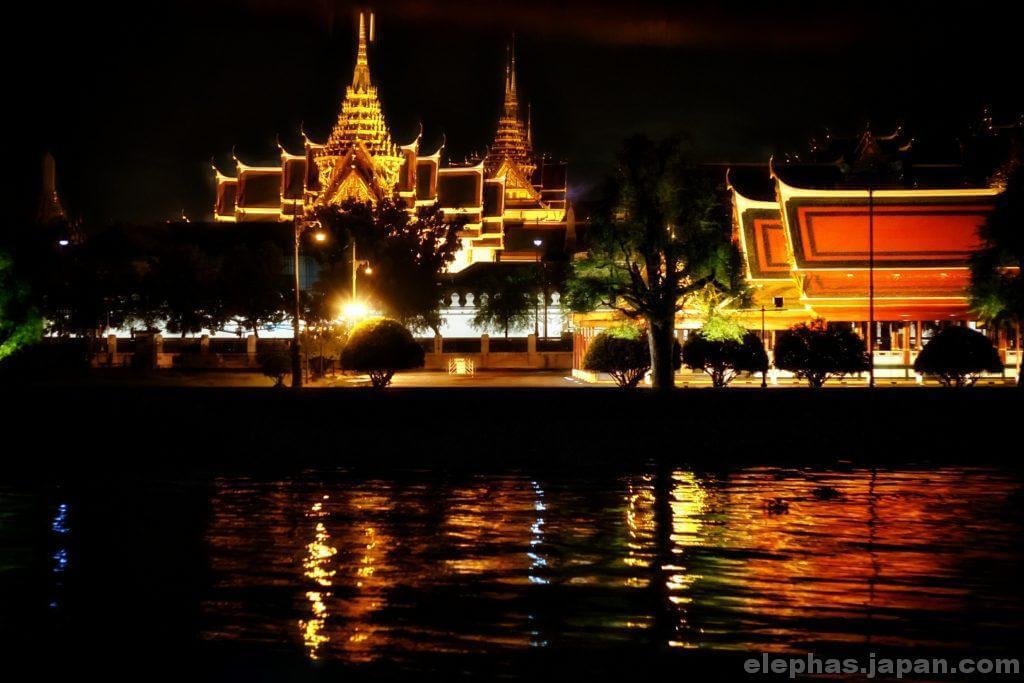 バンコク寺院の夜景