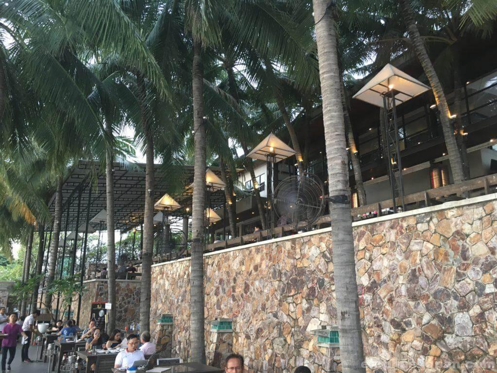 タイのシーフードレストランムンアロイの店内2