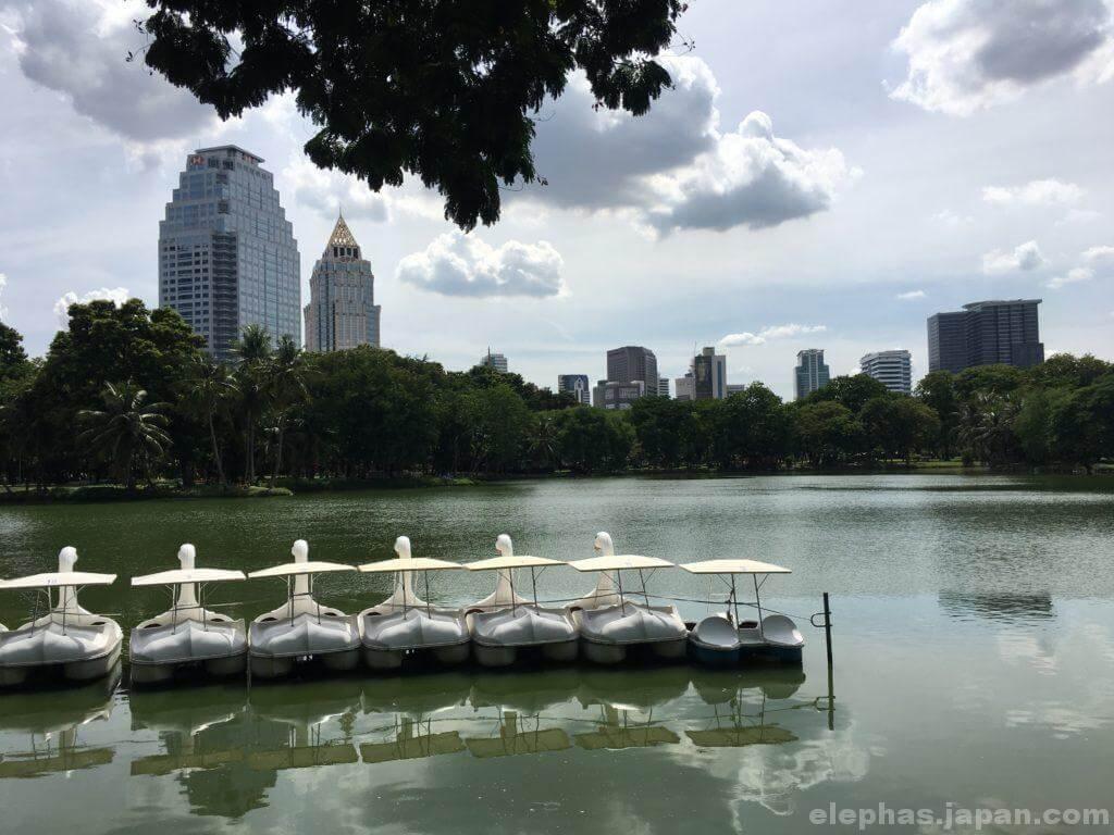 在タイ日本大使館そばのルンピニー公園