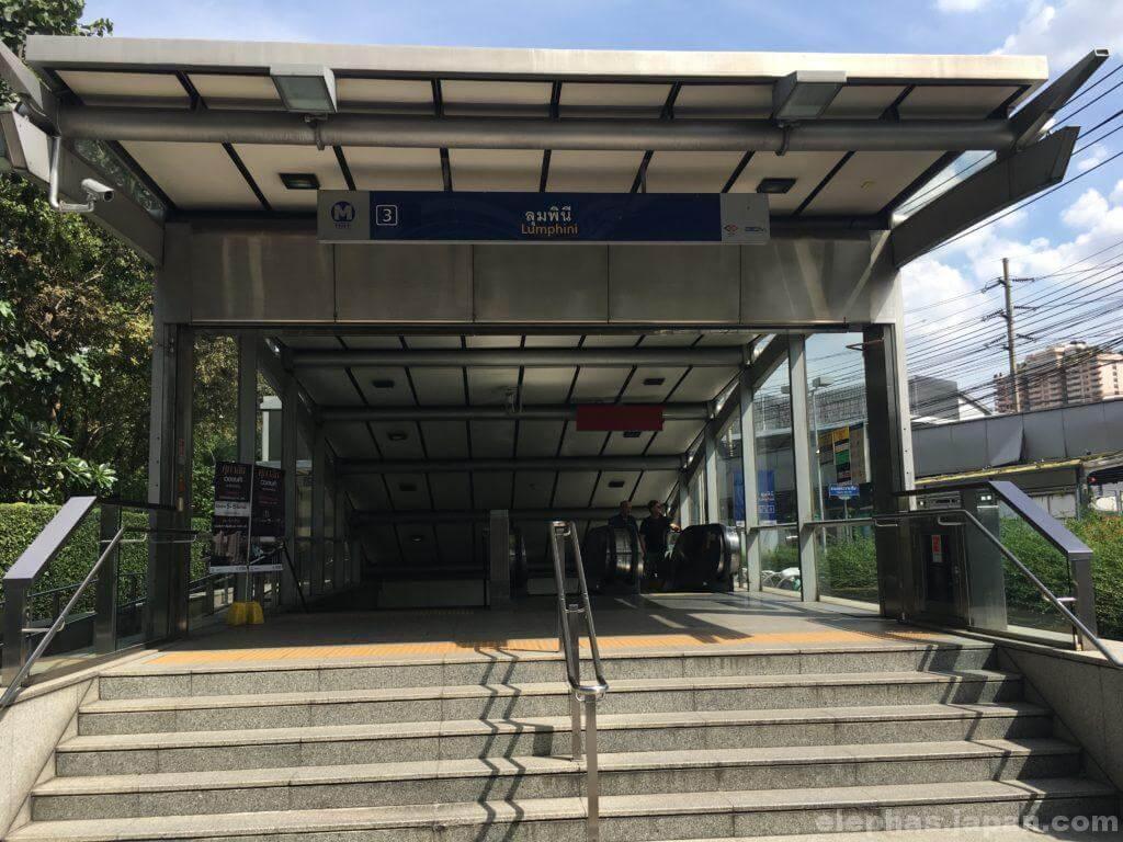 ルンピニー駅3番出口