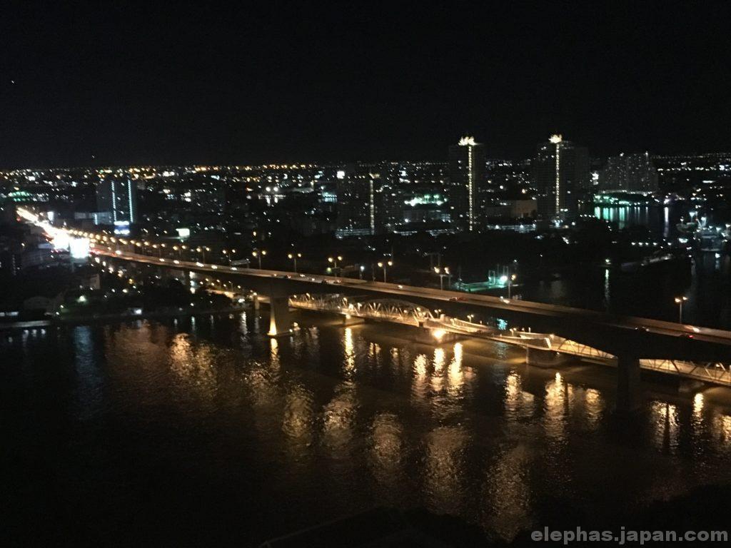 バンコクのルーフトップバーアティチュード夜景2