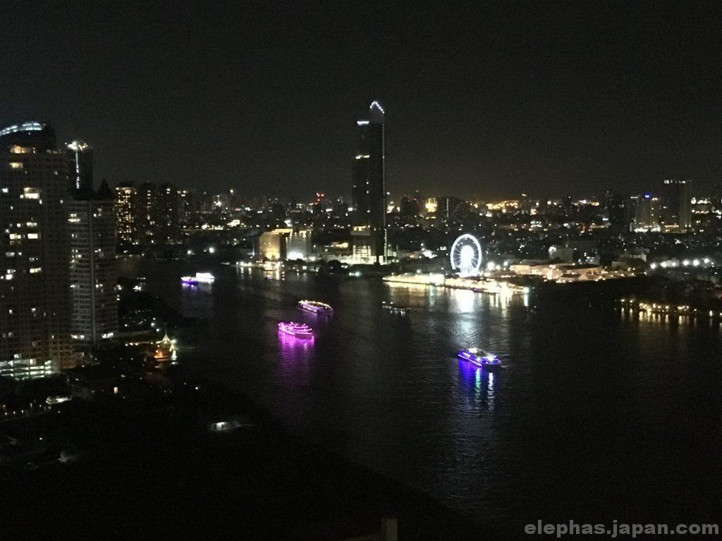 バンコクのルーフトップバーアティチュード夜景