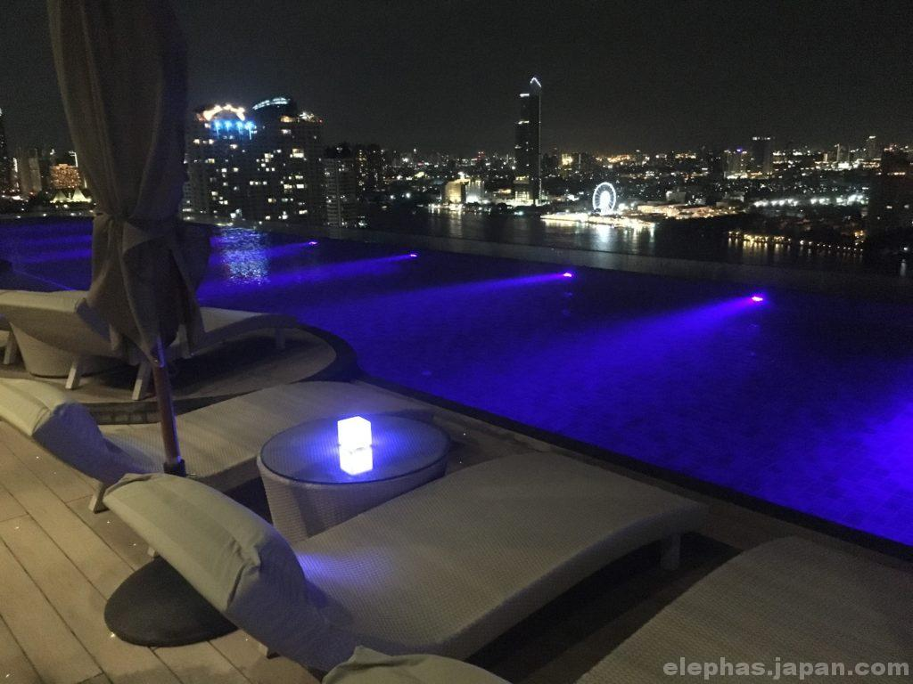 バンコクのルーフトップバーアティチュード屋外プール