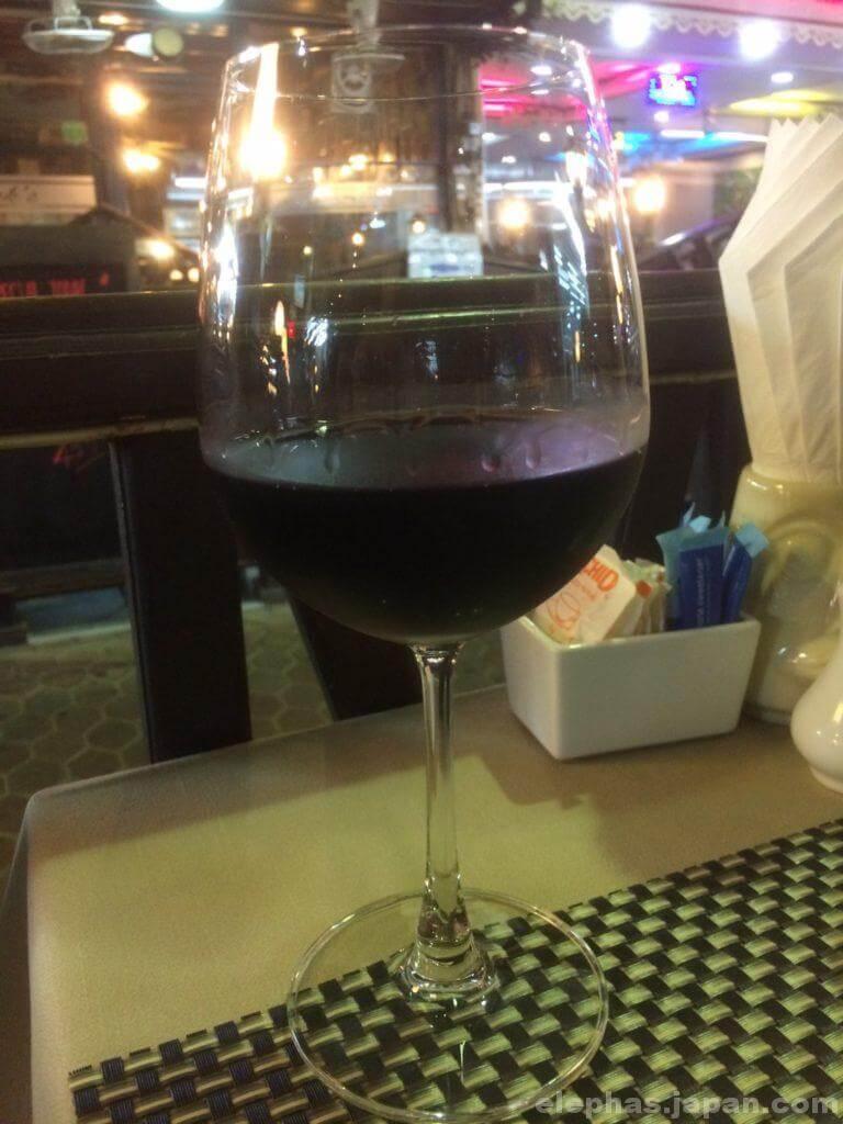 パタヤステーキハウスビーフイーターの赤ワイン