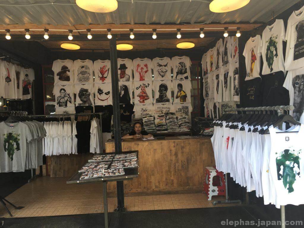 チャトゥチャック・ウィークエンドマーケットで販売するTシャツ2