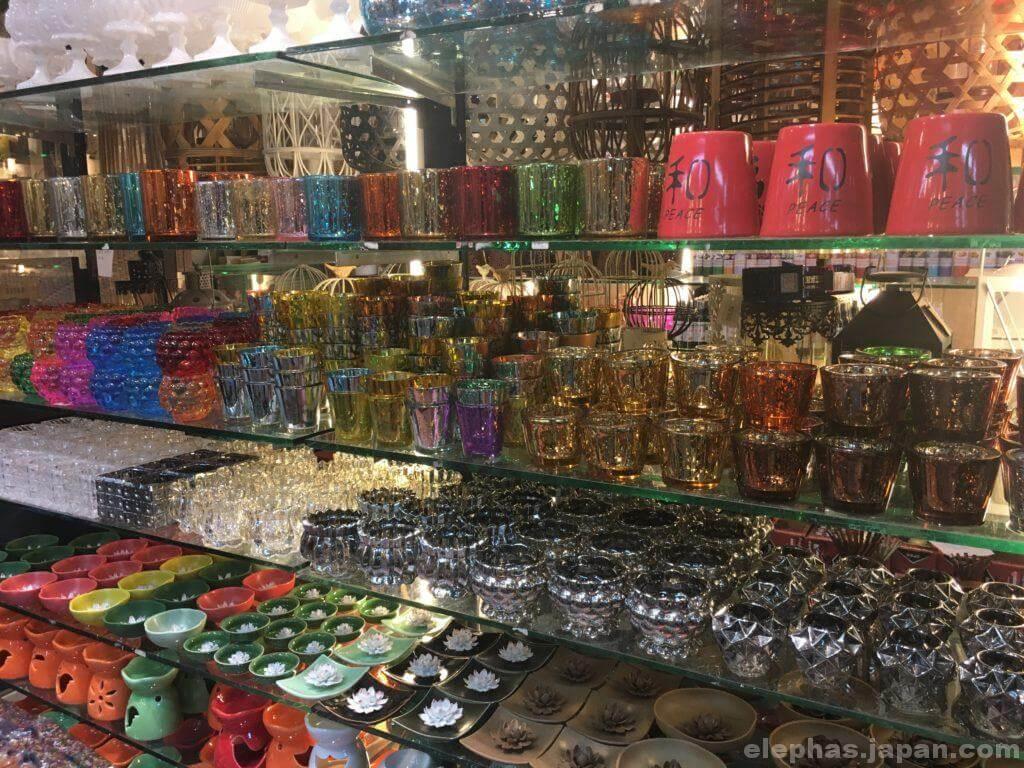 チャトゥチャック・ウィークエンドマーケットで販売するグラス