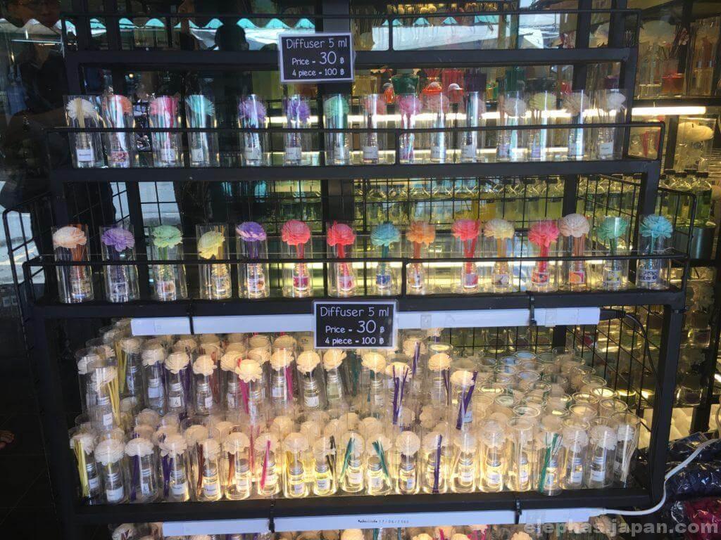 チャトゥチャック・ウィークエンドマーケットで販売するアロマ