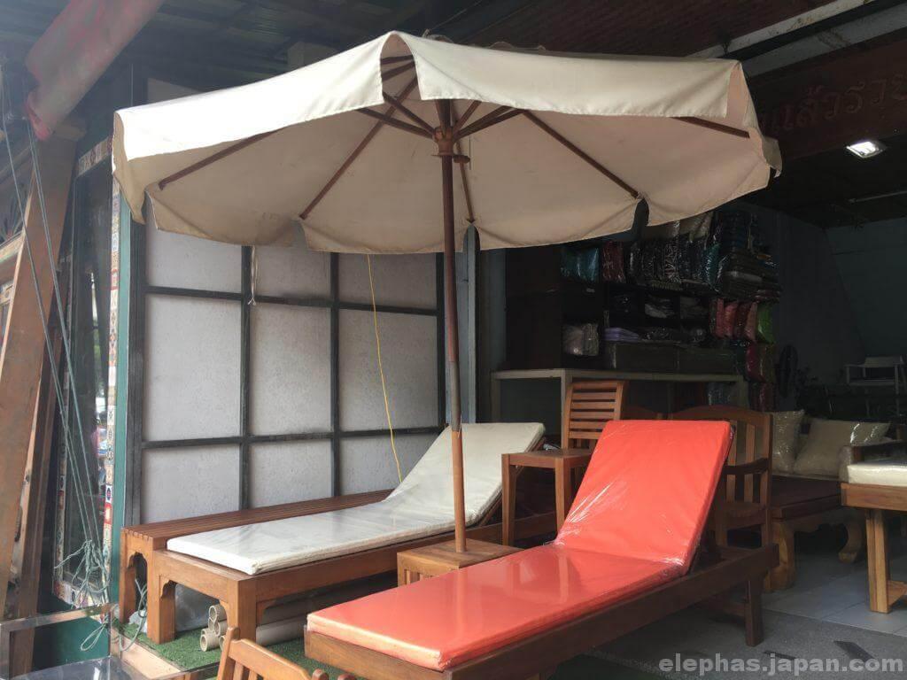 チャトゥチャック・ウィークエンドマーケットで販売する家具