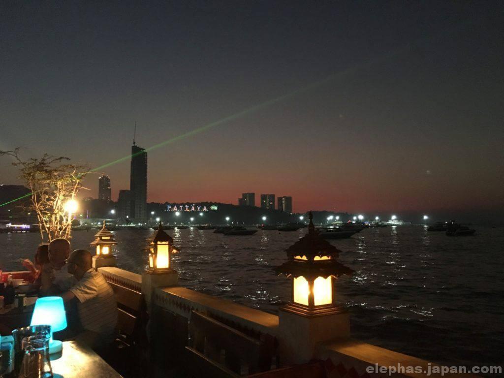 パタヤのビアガーデン夜景