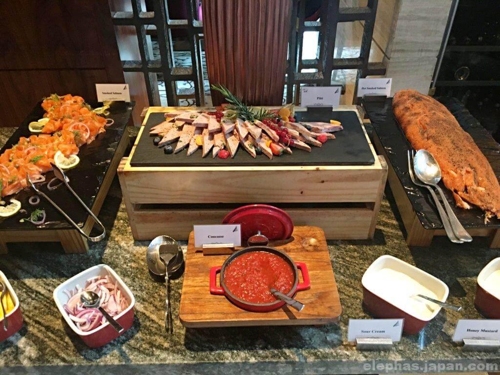 ケンピンスキーホテルのビュッフェの料理5